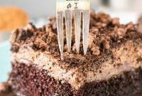 OREO CHOCOLATE POKE CAKE | Food Blogger